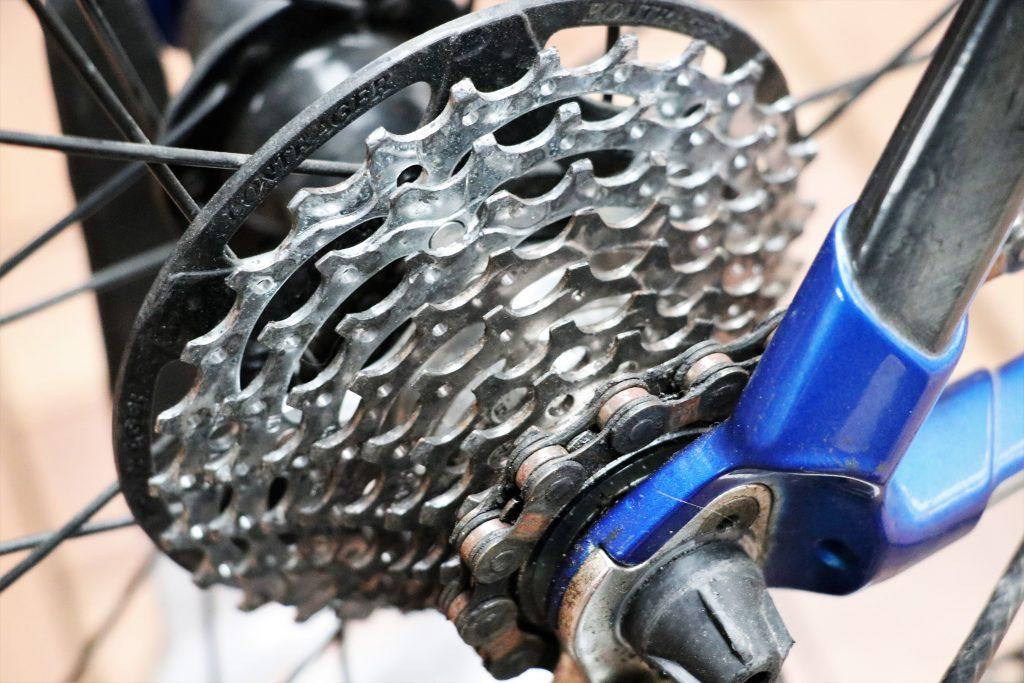 「アルミフレーム」×「カーボンフロントフォーク」&「カーボンシートステー」シャキシャキとした反応の良さと振動吸収性が高くマイルドな乗り心地が楽しめるハイブリットロードバイク【2008.TREK 2.1】